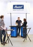 Мобильный стол ресепшн на основе бокс-трибуны от мобильного выставочного стенда pop up