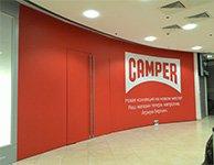 Оклейка витрин самоклеющиеся пленкой для магазина Camper, картинка
